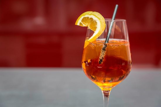 Aprenda a misturar um delicioso Porto Spritz